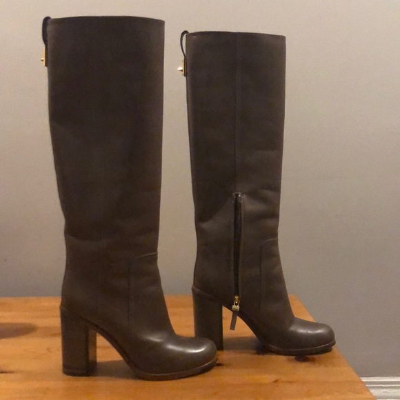 0cafde687a90 ... knee high leather boots, size 37. Fendi. M_5bb6de5ea5d7c6ccb068cf15.  M_5bb6db83951996300daeab23. M_5bb6db860cb5aaeb182aac51.  M_5bb6db88fe515146fb803a33